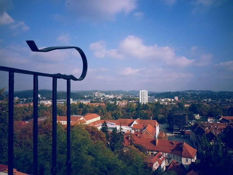 Šlosberg – brdo u Gracu, koje može poslužiti kao primjer za Banjaluku