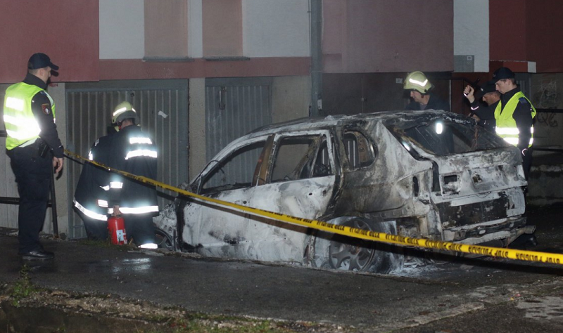 Zapaljen BMW u sarajevskom naselju Hrasno