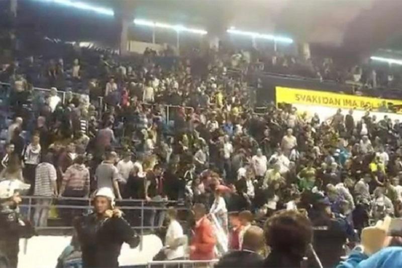 Grobari se potukli zbog minute ćutanja za Saleta Mutavog