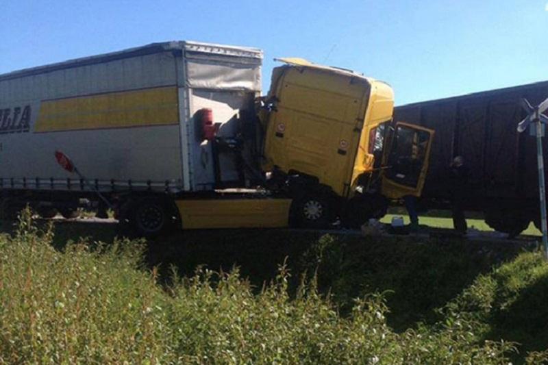 Doboj: Vozač kamiona povrijeđen u sudaru sa vozom