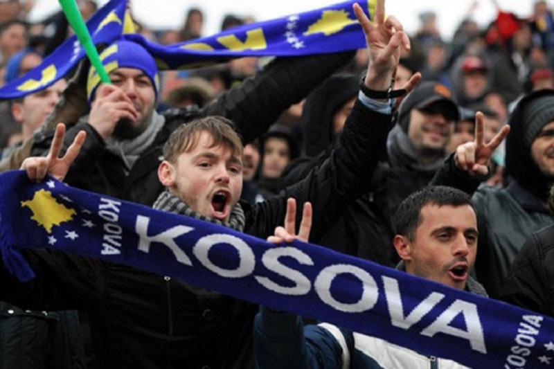 """Navijači Kosova i Hrvatske skandirali: """"Ubij Srbina! Srbe na vrbe!"""" (VIDEO)"""