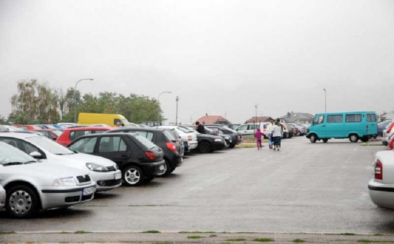 Parking na Paprikovcu: Drveće izvađeno, ostale ogromne rupe
