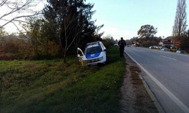 Put Banjaluka – Prijedor: Policijski automobil sletio s puta