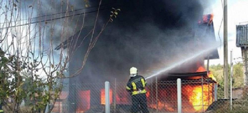 Banjaluka: Gori kuća u Motikama, vatrogasci se bore sa vatrom