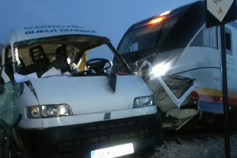 Voz gurao kombi 300 metara, poginuo Nikšićanin