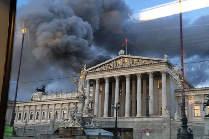 Beč: Požar u austrijskom parlamentu