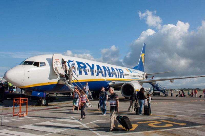Avion prinudno sletio zbog masovne tuče putnika