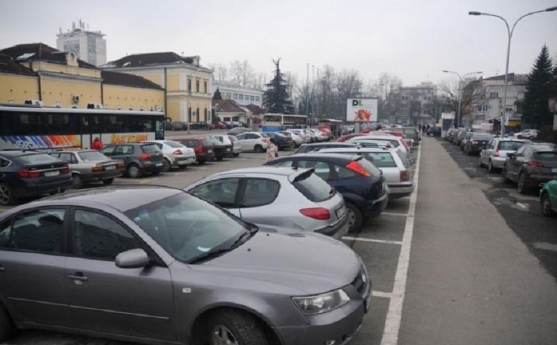 Banjaluka ne prati standarde: Mjesta za parkiranje uska, šteta na kolima i do 200 maraka