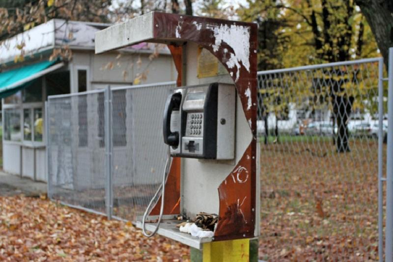 Telefonske govornice u Banjaluci: Rijetko se koriste, a često uništavaju