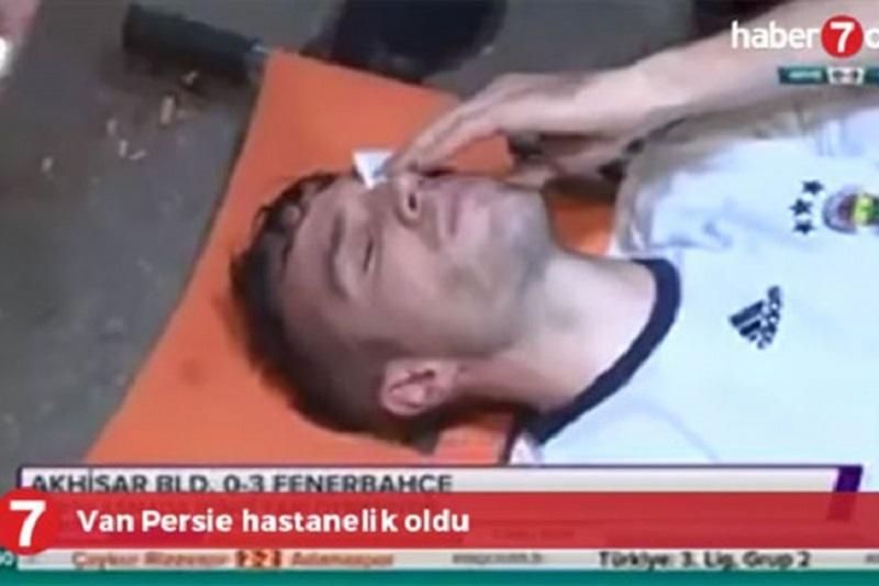 Strašna povreda oka Van Persija bez težih posljedica (VIDEO)