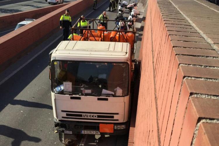 Šveđanin kamionom sa plinskim bocama jurio prema centru Barselone, policija pucala