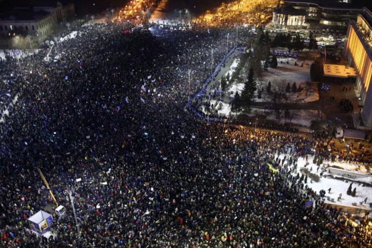 Protesti urodili plodom: Vlada Rumunije povlači sporni zakon?