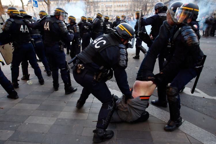 Pariz: Dva policajca povrijeđena u sukobima sa demonstrantima