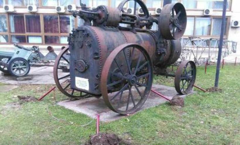 Muzej RS: Vandali izvalili zaštitne stubiće oko eksponata FOTO
