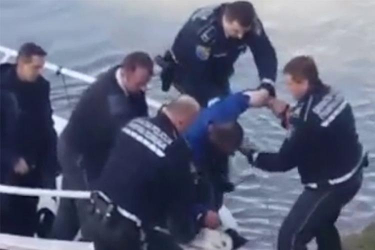 Drama u Gradišci: Graničari spasili čovjeka iz nabujale Save (VIDEO)
