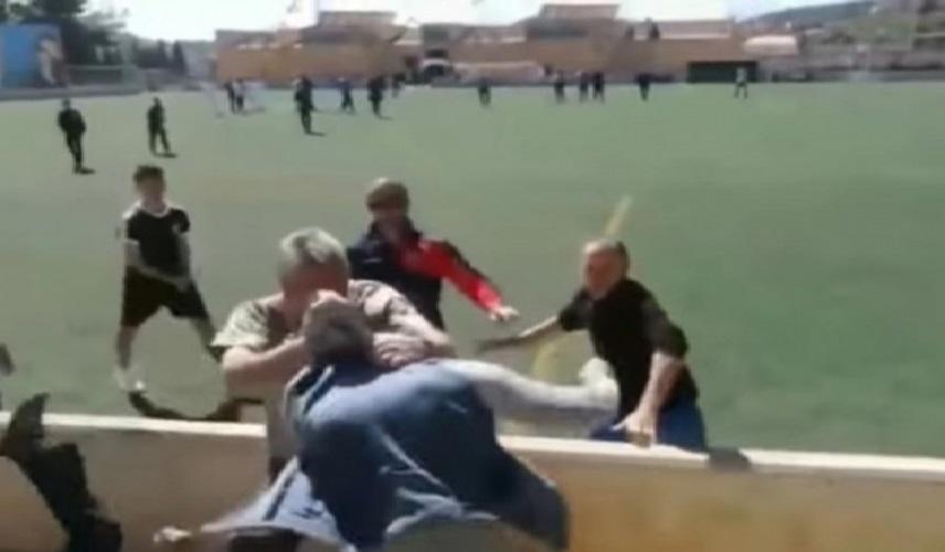Masovna tuča roditelja na utakmici mladih fudbalera