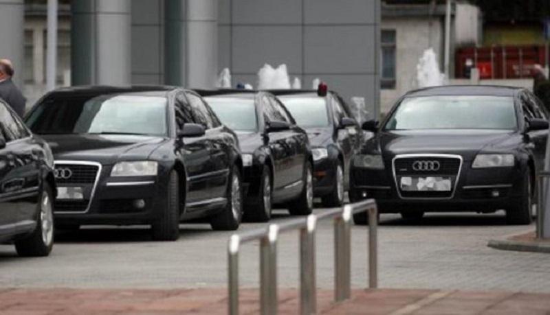 Revizori o Vladi RS: Službenim automobilima privatne vožnje!