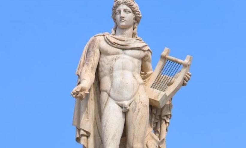 Zašto antički kipovi muškarca imaju mali polni organ