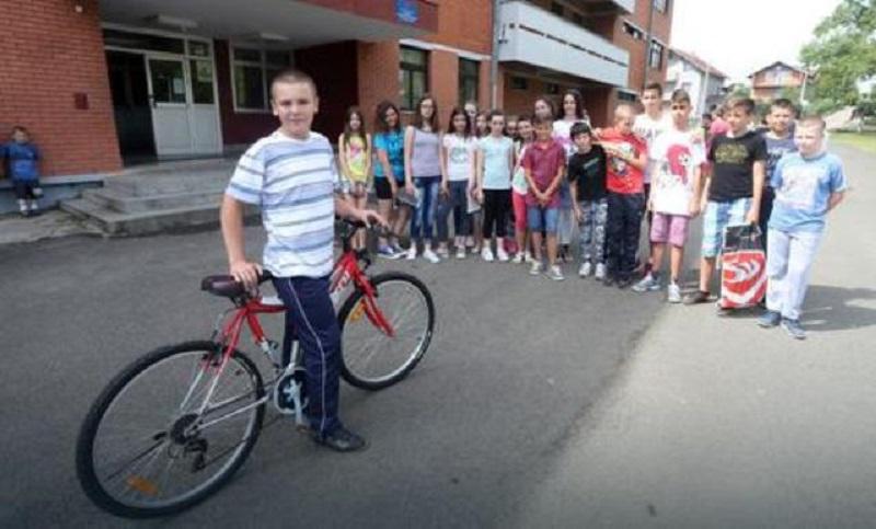 Banjaluka: Jovanu kupili bicikl i patike, te dali titulu najboljeg druga