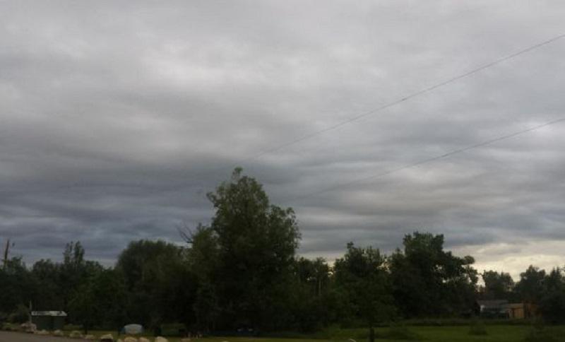 Sutra pretežno oblačno, krajem dana moguća kiša