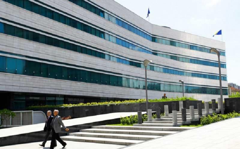 Broj zaposlenih u institucijama BiH manji za 415
