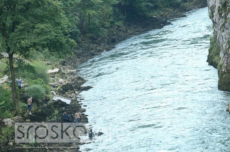 Kombi na dnu Vrbasa, ronioci u potrazi za tijelom (FOTO)
