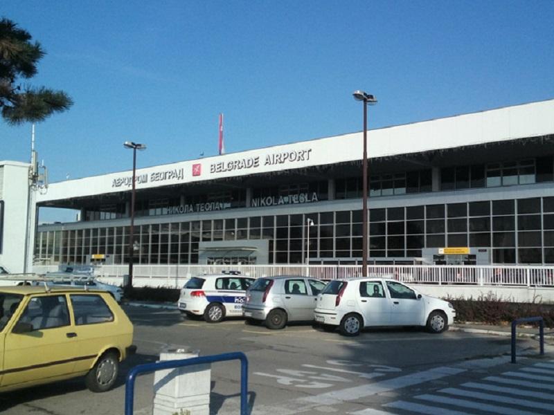 Avion vanredno sletio u Beograd zbog dima u kabini