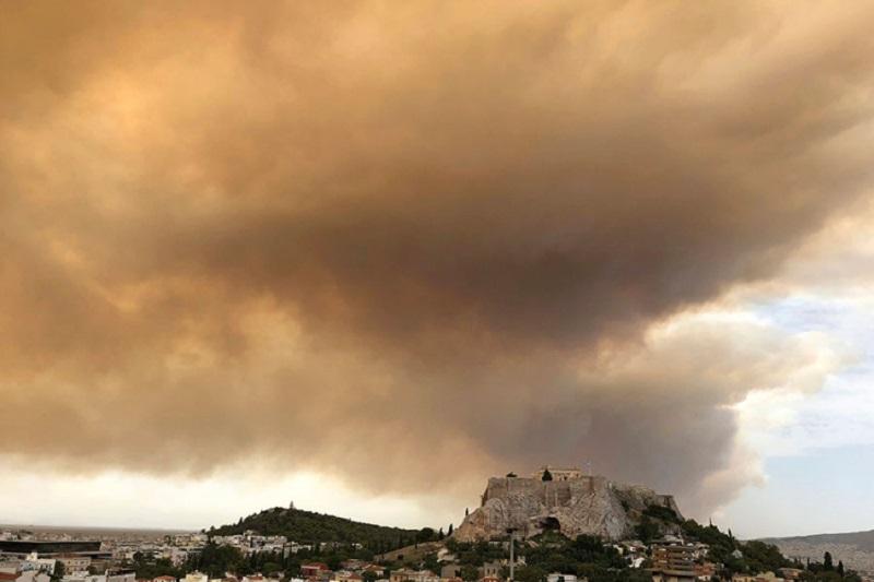 Požari bjesne u Atini, stanovništvo bježi