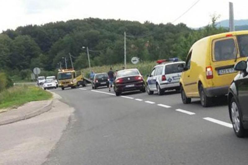 Manjača: Trudnica autom sletjela s puta, teško povrijeđeno dvogodišnje dijete