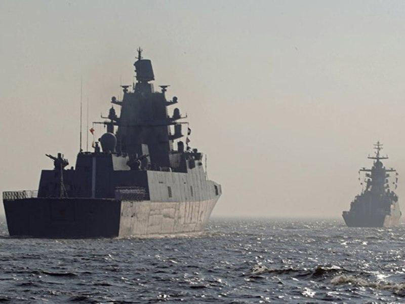Putin na paradi ratne mornarice: Ruska flota je neustrašiva i nepobjediva
