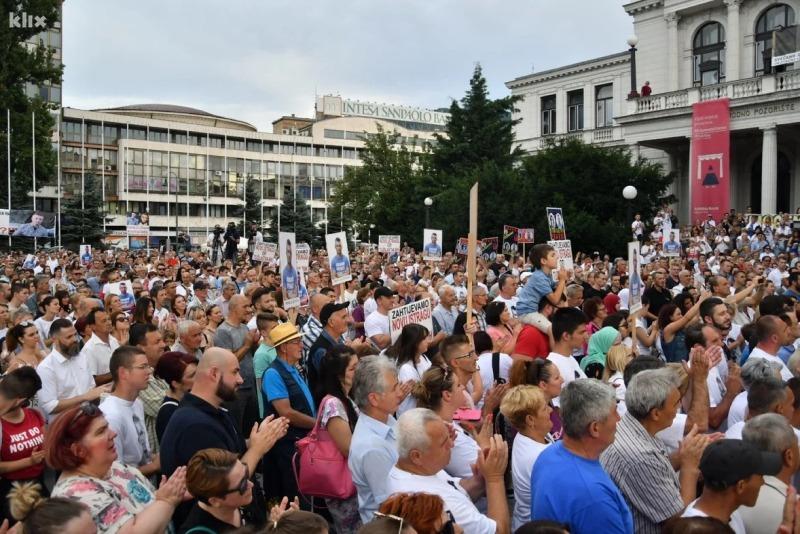 """Nekoliko hiljada ljudi na skupu """"Pravda za Dženana"""" u centru Sarajeva"""