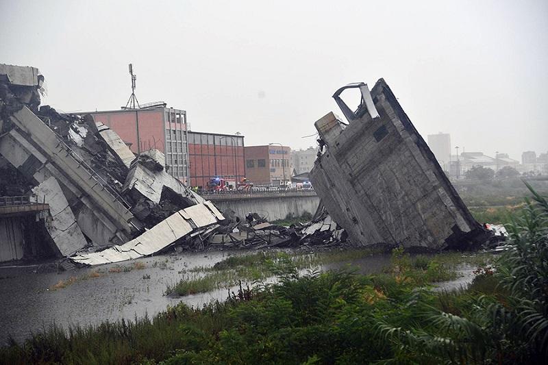Ministar saobraćaja Italije najavio kazne za kompaniju koja vodi brigu o mostu u Đenovi