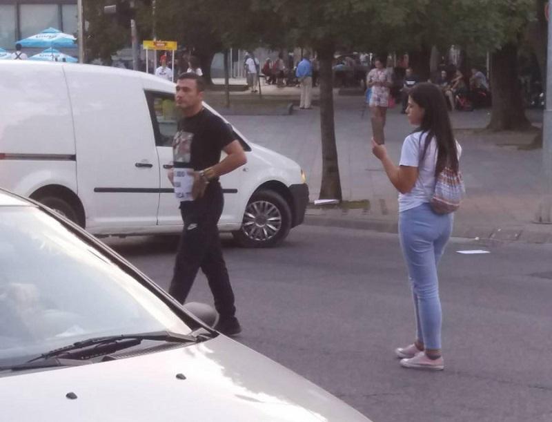 """Davor Dragičević protestvovao na glavnoj banjalučkoj ulici: """"Ko je ubio Davida, Dodik nudi pola miliona KM?"""""""