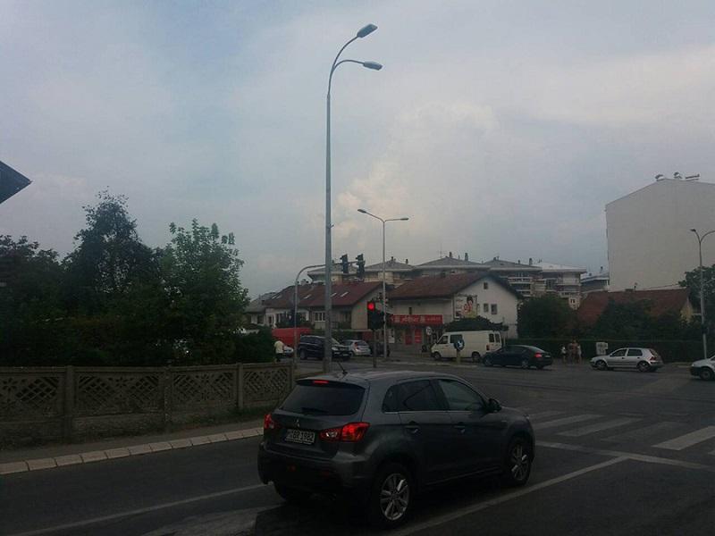 Akcija u centru Banjaluke: Policajci na semaforu zaustavili automobil i pretresli trojicu mladića