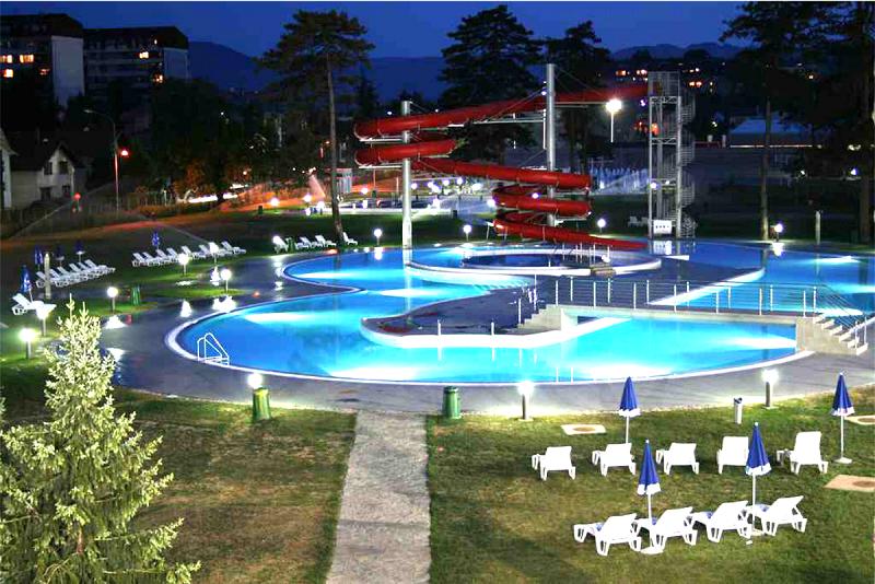 Noćno kupanje na Akvani u četvrtak i petak, do ponoći