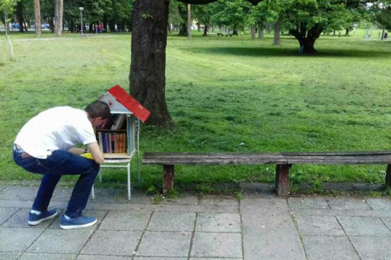 Uklonjene male biblioteke na otvorenom: Vandali protjerali knjige
