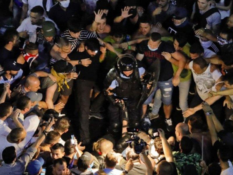 Haos u Bukureštu, povrijeđeno 440 osoba