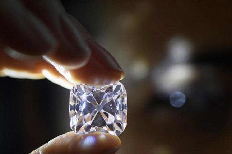Ukrali kraljevske dragulje i pobjegli gliserom