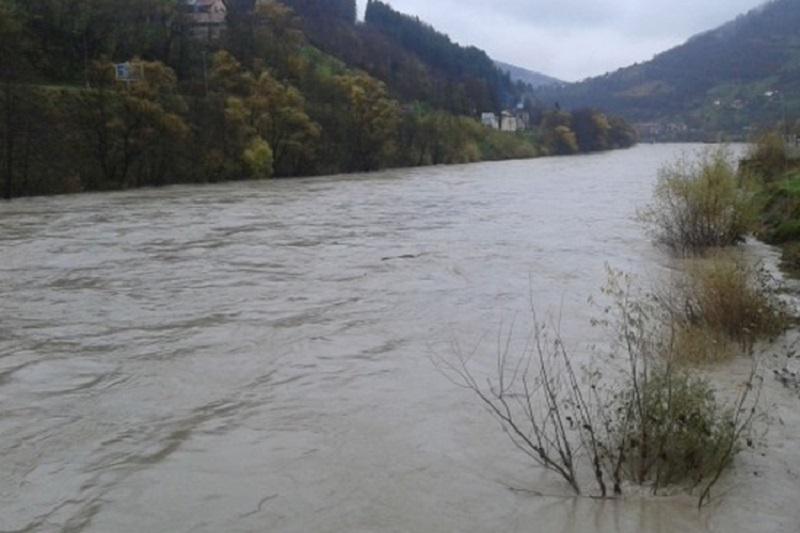 Fočanski policajci spasili dječake iz nabujale Drine