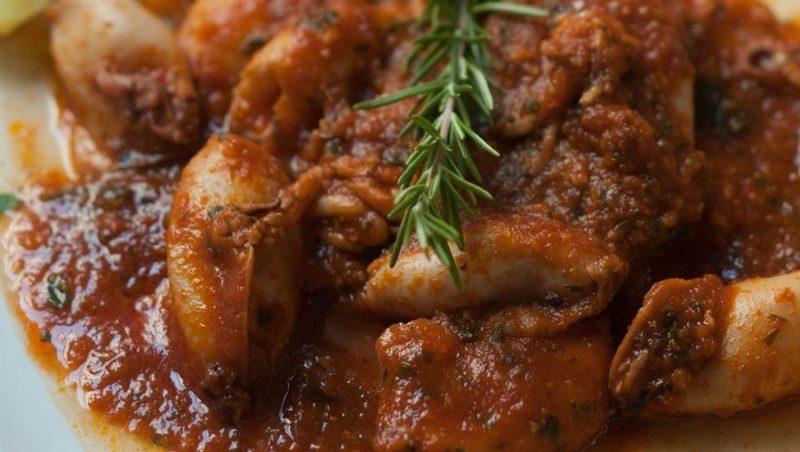 Bokeljski kuvar: Dinstane lignje, prste da poližete