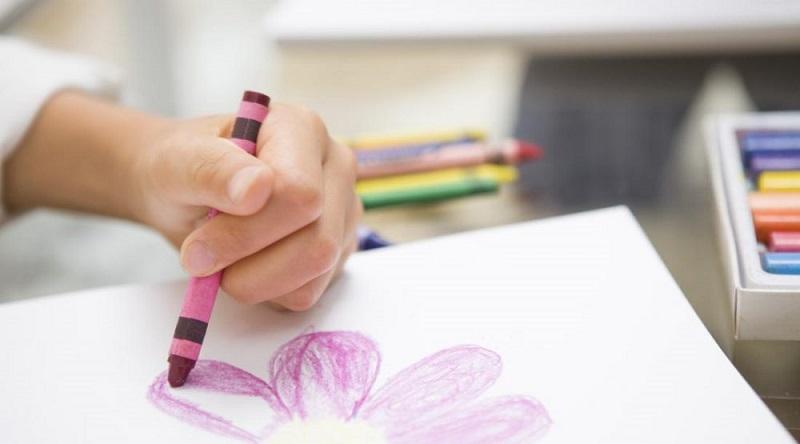 Kad djeca odlučuju da li su desnoruka ili ljevoruka?