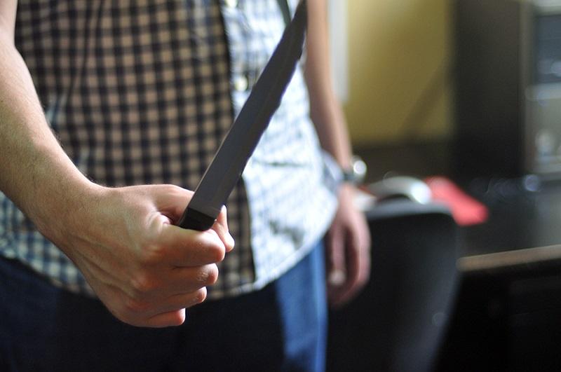 Banjaluka: Maskirani razbojnik, uz prijetnju nožem, opljačkao kladionicu