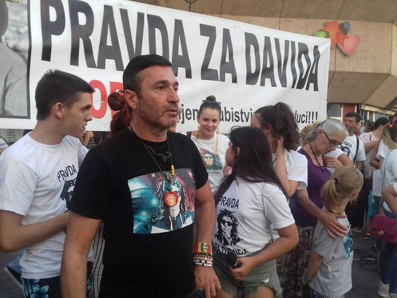 Davor Dragičević i večeras na Trgu Krajine, uz njega mnogobrojni građani