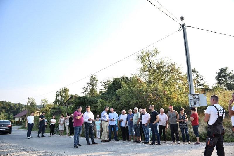 Bolji uslovi za mještane Saračice: Dobili novi put i rasvjetu
