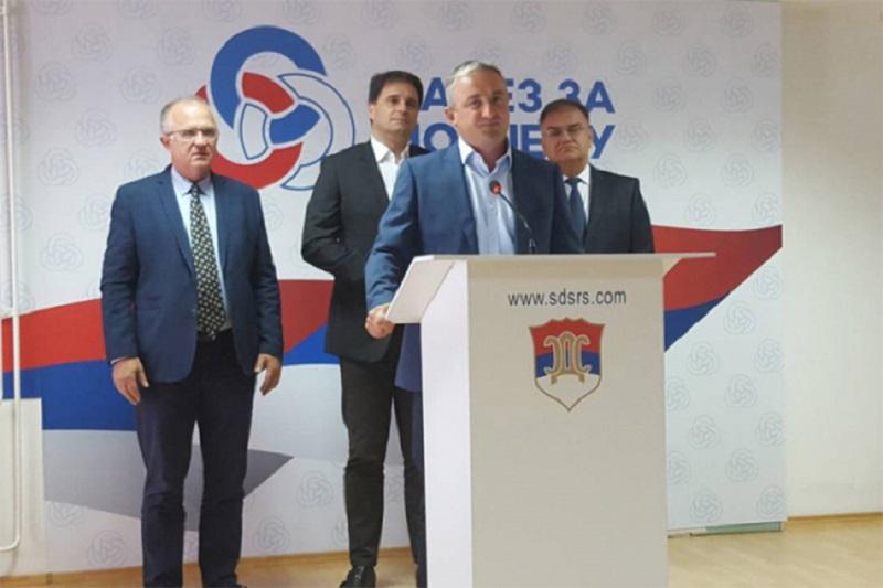 SzP: Radmanović gurnuo Srpsku u NATO