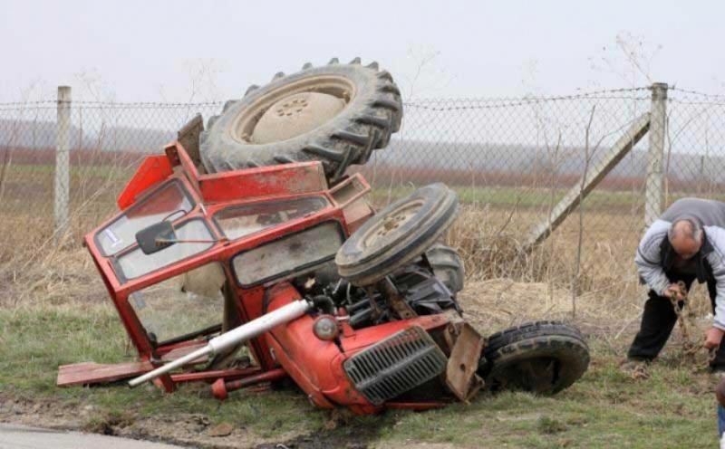 Starac poginuo pri prevrtanju traktora