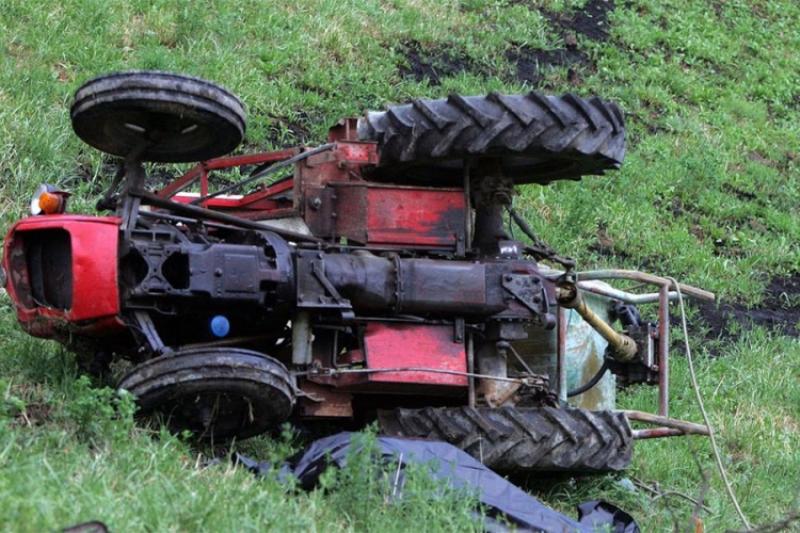 Teška nesreća kod Banjaluke: Prevrnuo se traktor, vozač poginuo