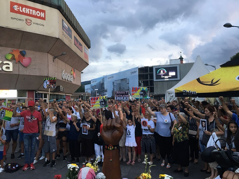 142. okupljanje, građani na trgu i bez Davora