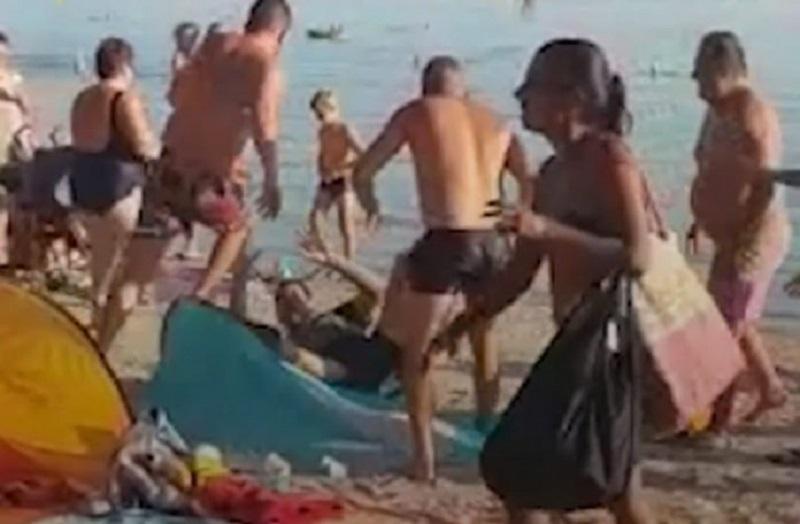 Na plaži u Hrvatskoj potukli se gosti i vlasnik kafića (VIDEO)