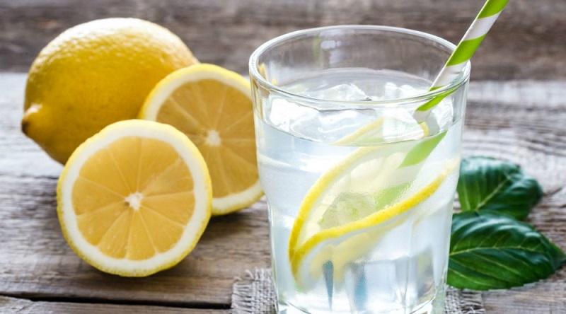Voda s limunom razbuđuje kao i kafa